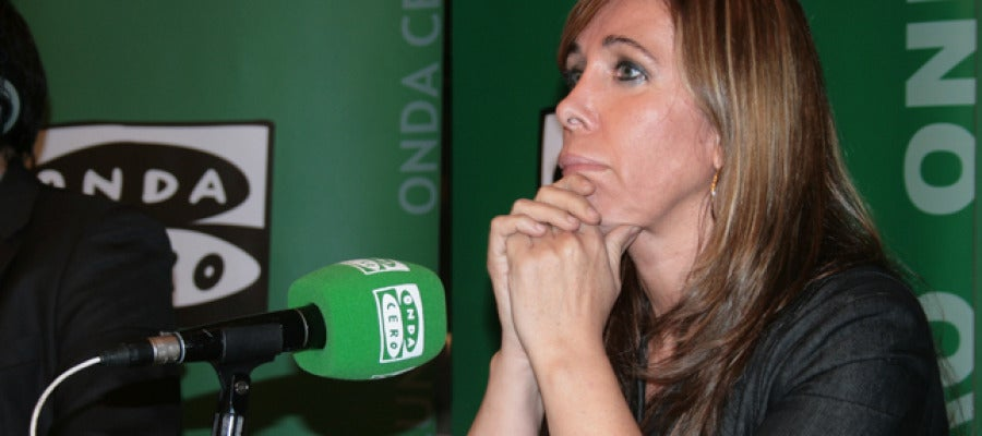 Alicia Sánchez-Camacho a 'El Candidat' escoltant la fila zero