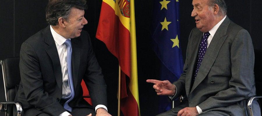 El Rey con el presidente colombiano en la Cumbre Iberoamericana
