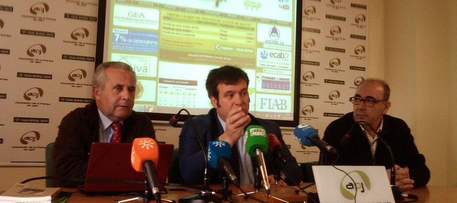 Dirigentes de INFAOLIVA presentando el observatorio de precios del aceite de oliva
