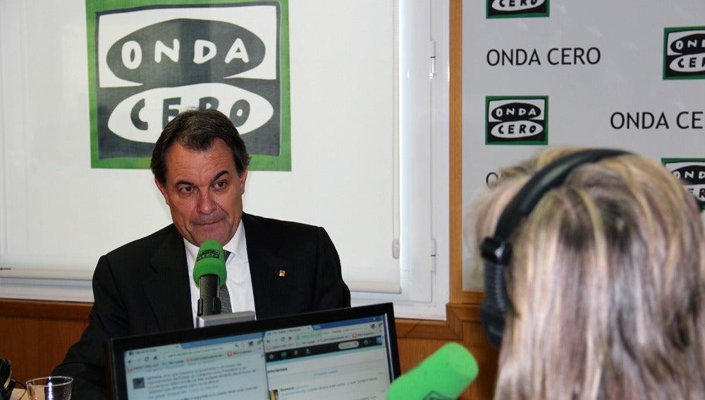 Artur Mas en un momento de la entrevista con Julia Otero