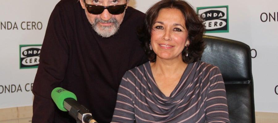 El actor José Sacristán junto a Isabel Gemio