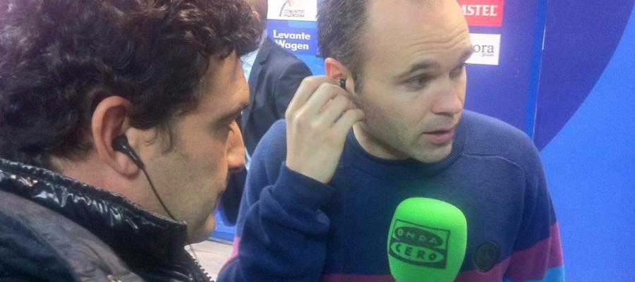 Andrés Iniesta con Alfredo Martínez