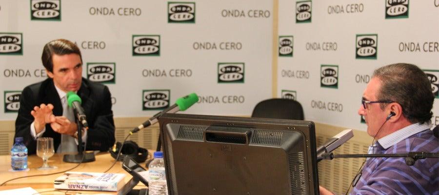 José María Aznar en un momento de la entrevista con Carlos Herrera