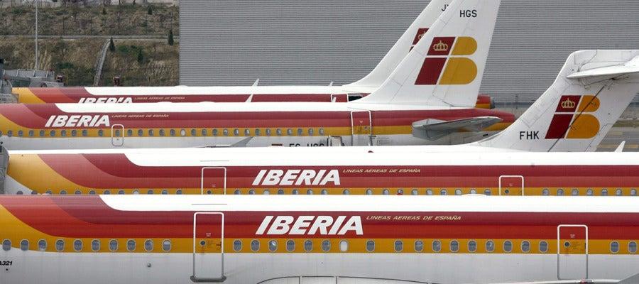 Varios aviones de la compañía Iberia en el aeropuerto de Barajas