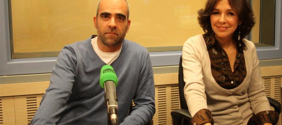 Luis Tosar junto a Isabel Gemio en Onda Cero