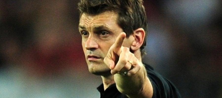 Vilanova dirige al Barça desde el banquillo