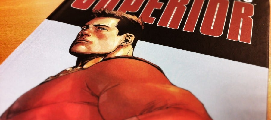 Portada de 'Superior', que edita Panini Comics.