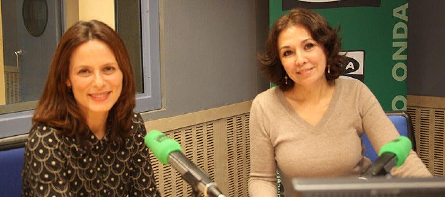 Aitana Sánchez Gijón junto a Isabel Gemio