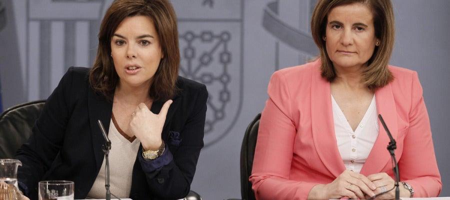 Soraya Sáenz de Santamaría y la ministra de Empleo, Fátima Báñez