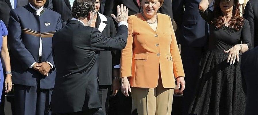 Mariano Rajoy se disculpa al llegar tarde a la foto oficial de la primera Cumbre de la Comunidad de Estados Latinoamericanos y Caribeños