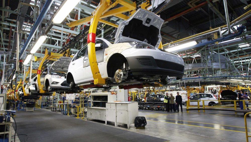 Aspecto de la cadena de montaje de la factoria de Ford en Almussafes (Archivo)