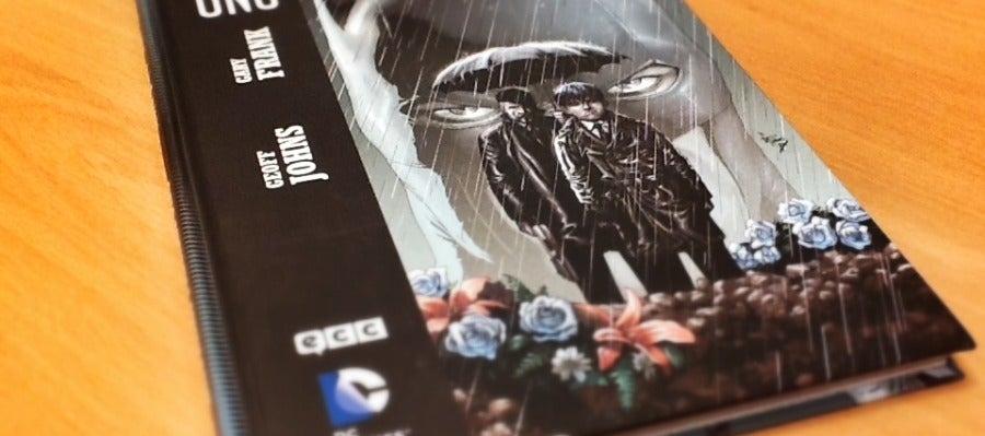 Portada de 'Batman: Tierra Uno', que edita ECC Cómics