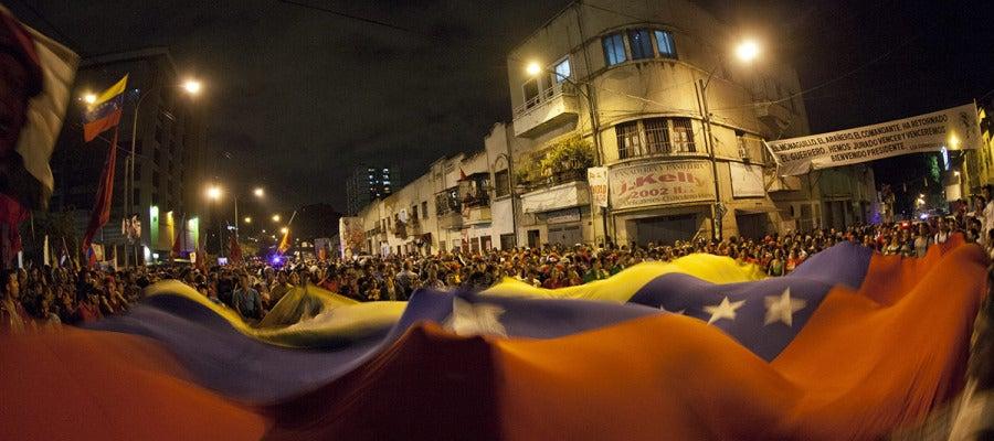 Seguidores del presidente de Venezuela salen a la calle.