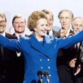 Margaret Tatcher celebra su victoria electoral en 1979.