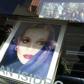 El cortejo fúnebre de Sara Montiel corta las calles de Madrid