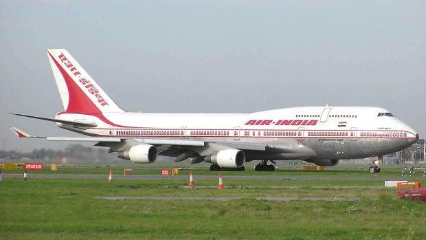 Un avión con 191 pasajeros se estrella en Calcuta