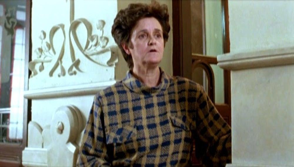 Chus Lampreave, en su papel de portera en la película 'Mujeres al borde de un ataque de nervios'