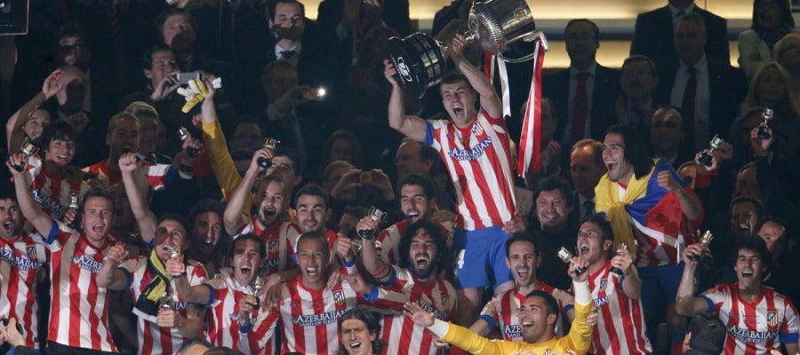El Atlético levanta la Copa en la última edición del torneo