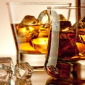Imagen de archivo de dos bebidas alcohólicas