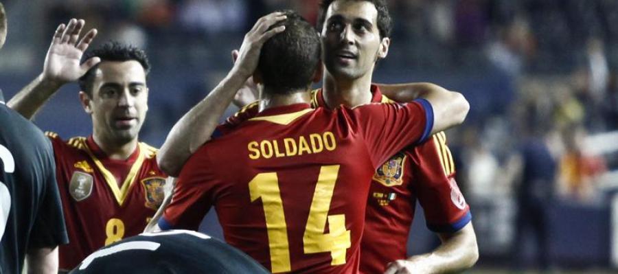 Soldado celebra su gol