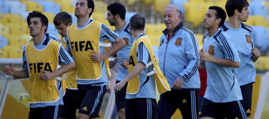Vicente del Bosque dirige a sus jugadores en Maracaná