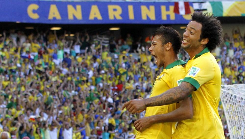 Neymar celebra su gol ante México