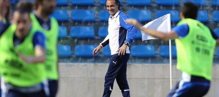 Prandelli, en el entrenamiento de la selección italiana