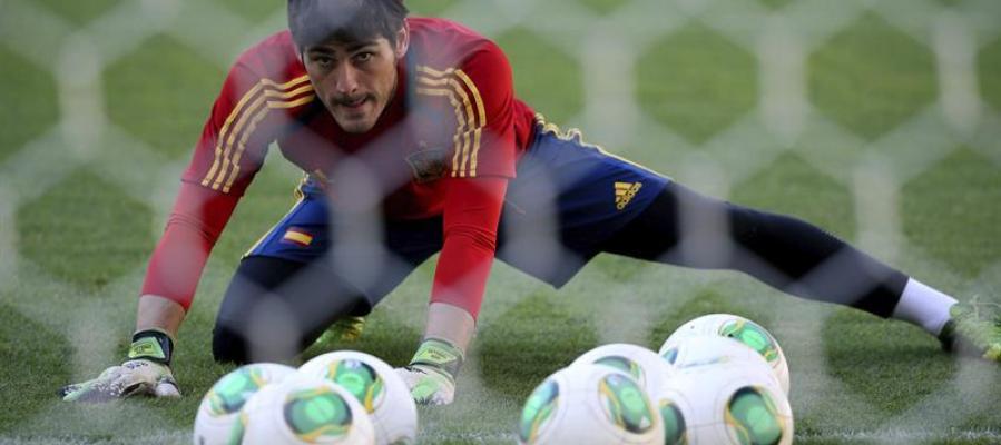Iker Casillas durante el entrenamiento del equipo