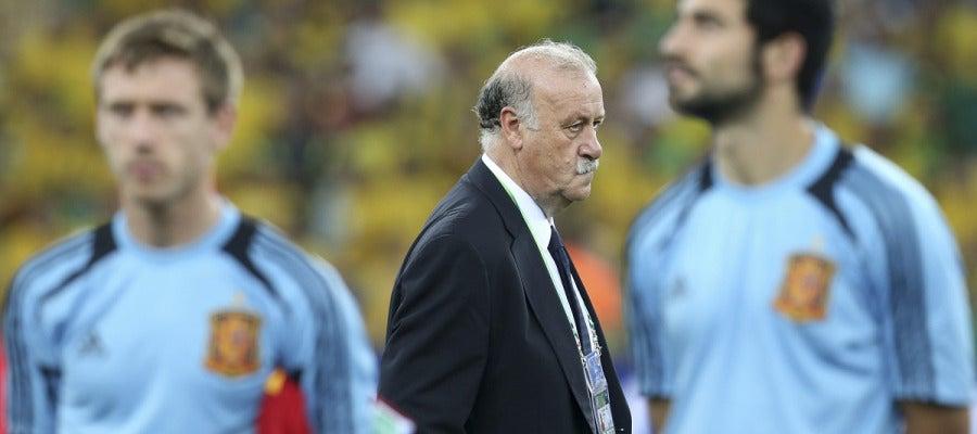 Vicente del Bosque, pensativo tras la derrota ante Brasil