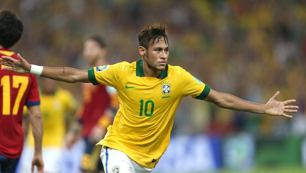 Neymar celebra su gol ante España
