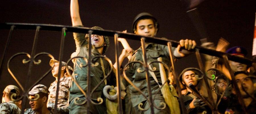 Militares celebrando la caída de Mursi