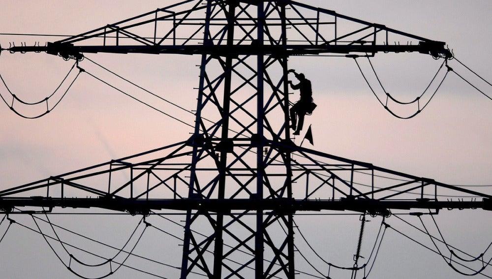 Pequeños comercios y renovables, principales afectados por la nueva subida de la luz