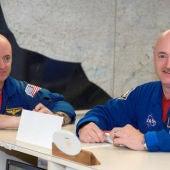 Los hermanos astronautas Mark y Scott Kelly