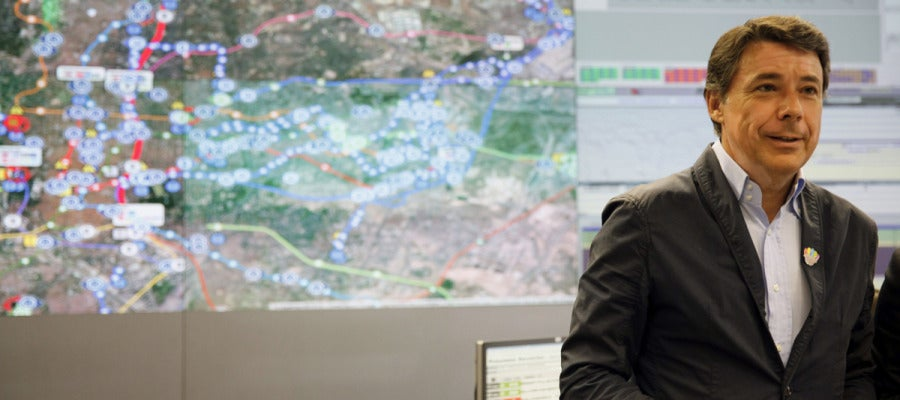 Ignacio González visita el Centro Integral de Gestión del Transporte Público (Citram)