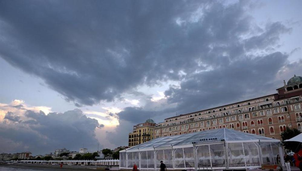Con el cielo nublado se ha levantado Venecia