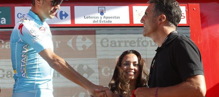 Induráin entrega a Nibali el maillot rojo