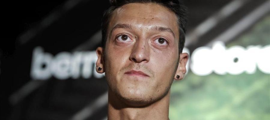 El centrocampista alemán Mesut Ozil