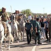 Algunos antitaurinos increpan a los caballistas al finalizar el Torneo del Toro de la Vega en Tordesillas