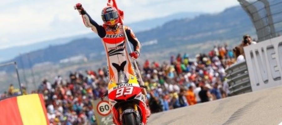 Márquez celebra la victoria en Motorland