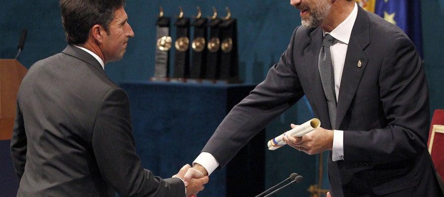 Olazábal recibe el Príncipe de Asturias de los Deportes de manos del Príncipe de Asturias