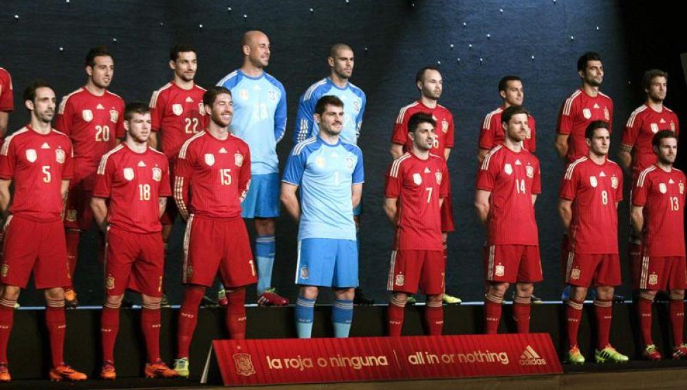 Acto de presentación de la camiseta con la que España competirá en el Mundial 2014