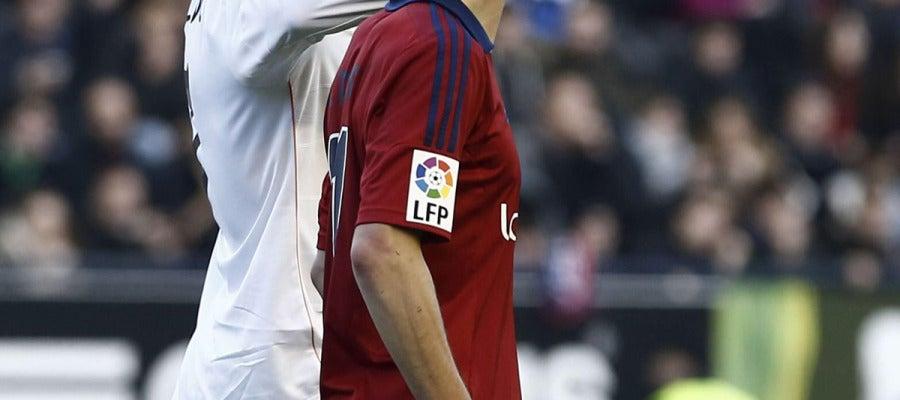 Cristiano gesticula ante Roberto Torres