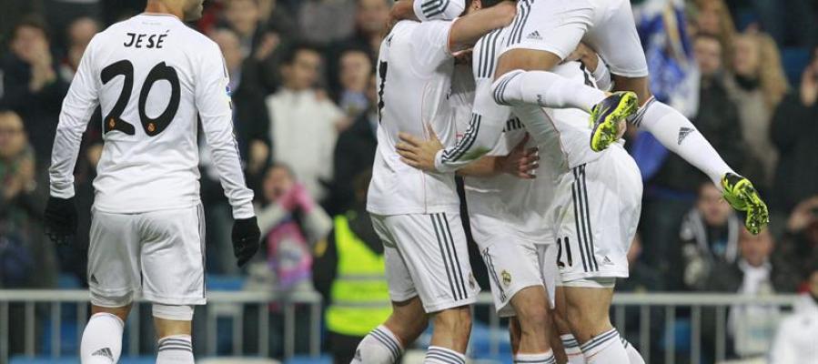 El Real Madrid celebra un gol de Illarra
