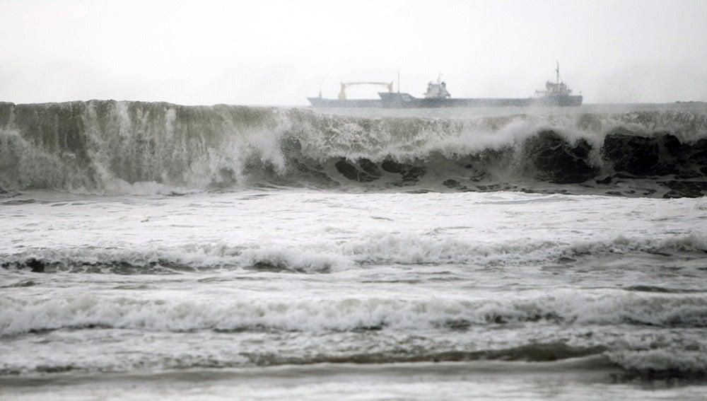 Trece provincias en alerta por fuertes vientos, bajas temperaturas y fenómenos costeros adversos