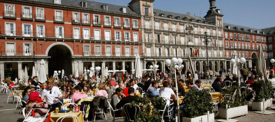 Turistas en la Plaza Mayor de Madrid