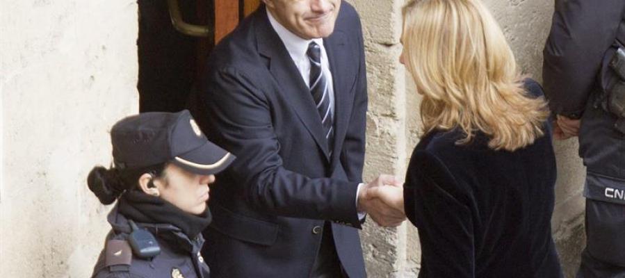 La infanta Cristina saluda a su abogado, Jesús María Silva