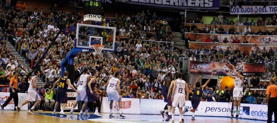 Sergio Llull anota la canasta que le da la Copa al Real Madrid de baloncesto