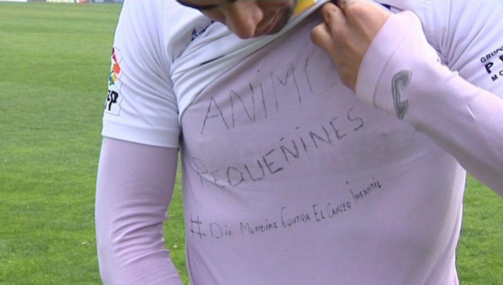 Ola de indignación por la multa a Jona por su camiseta solidaria