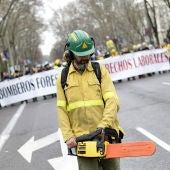 """""""Marcha de fuego"""" contra la precariedad laboral de los bomberos forestales"""
