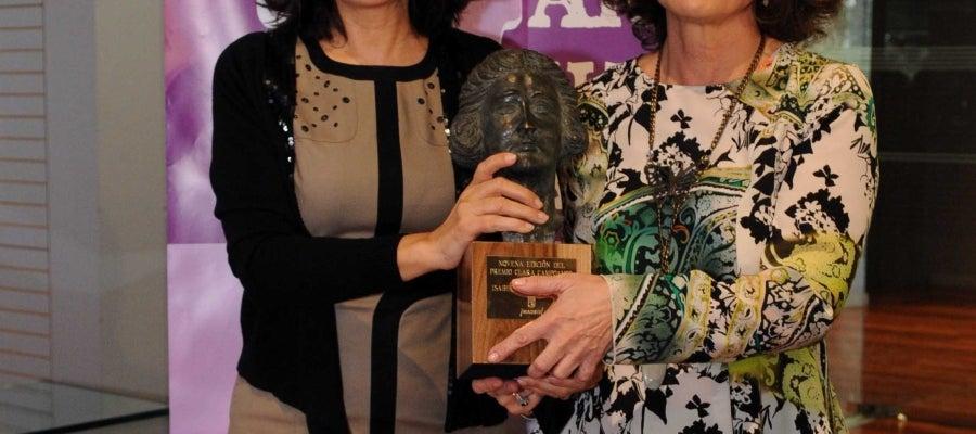 Ana Botella entrega el premio a Isabel Gemio